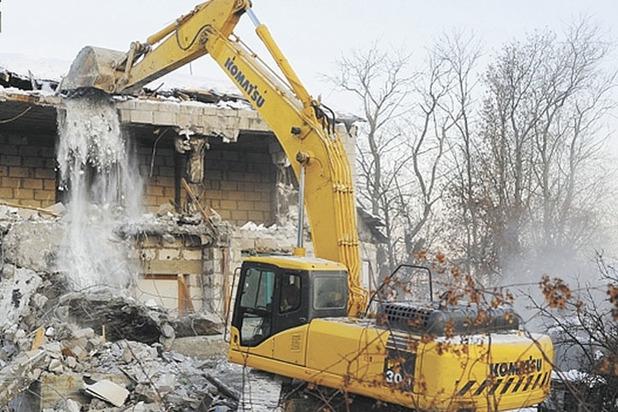 В Кирове начали сносить незаконные постройки на Кикиморской горе.