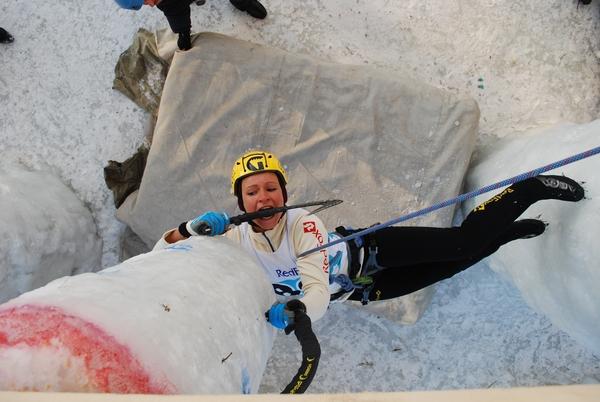 Кировчанка Мария Толоконина стала первой чемпионкой мира по ледолазанию в дисциплине «комбинация».