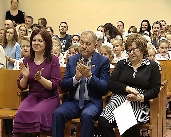 Владимир Быков поздравил подшефный 1