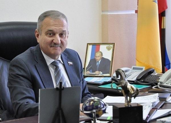 Владимир Быков поздравил кировчан с Новым годом.