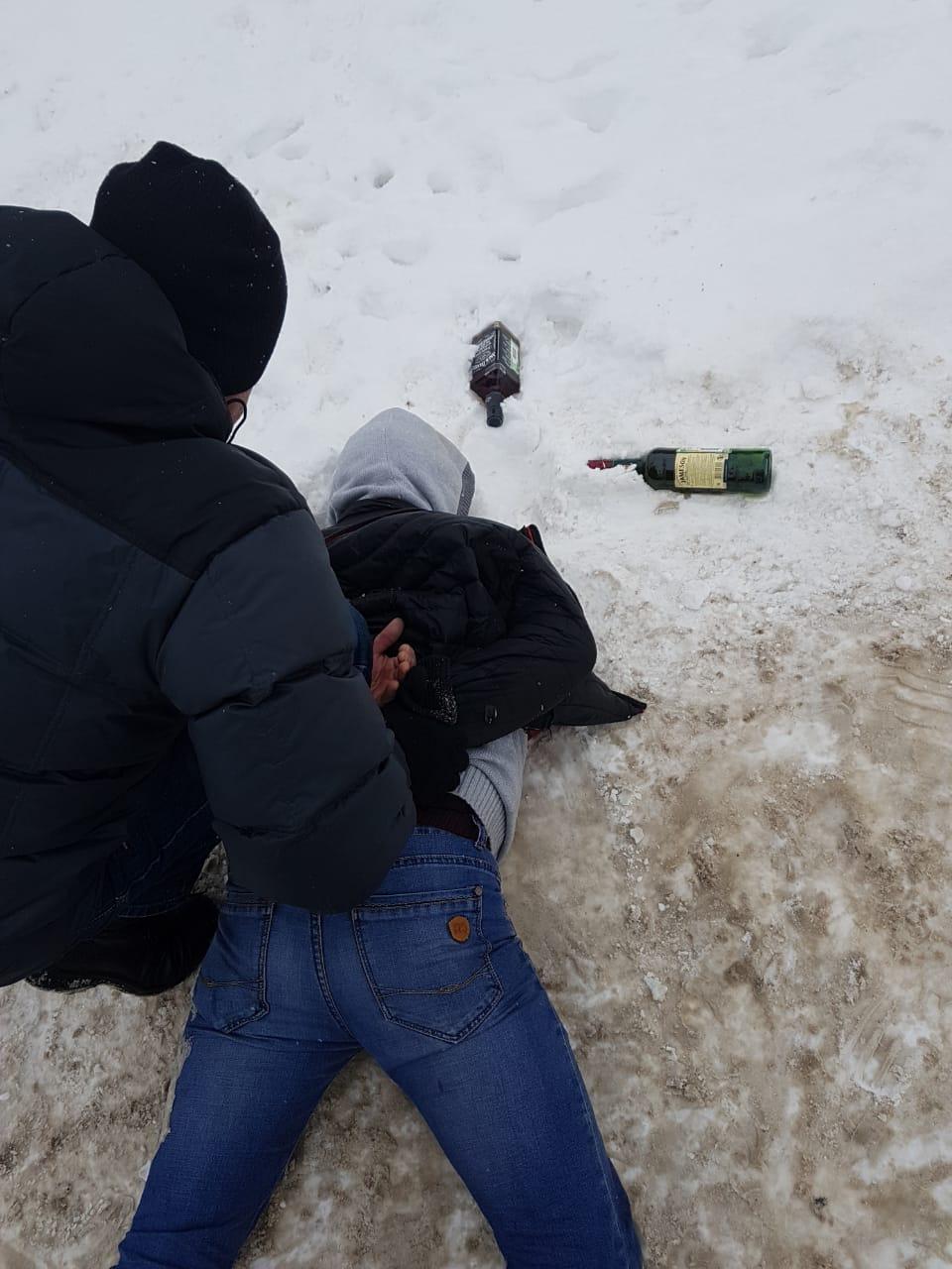 В Кирове задержали мужчину, укравшего из магазина две бутылки алкоголя.