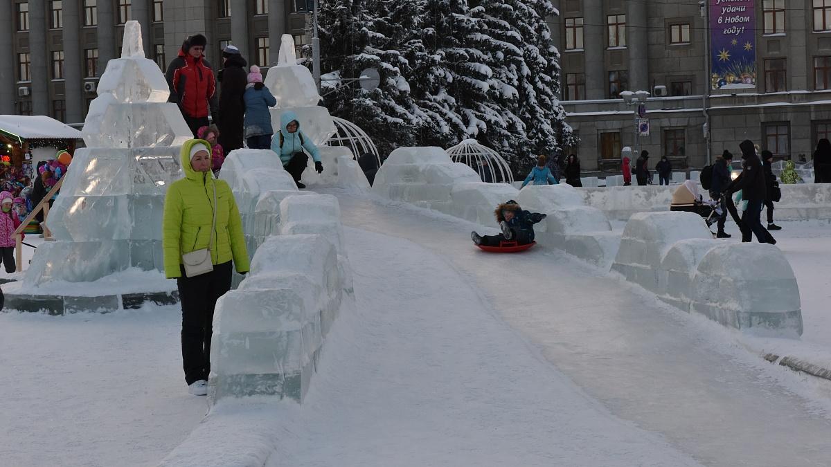 На Театральной площади в новогодние праздники побывали более 100 тысяч человек.