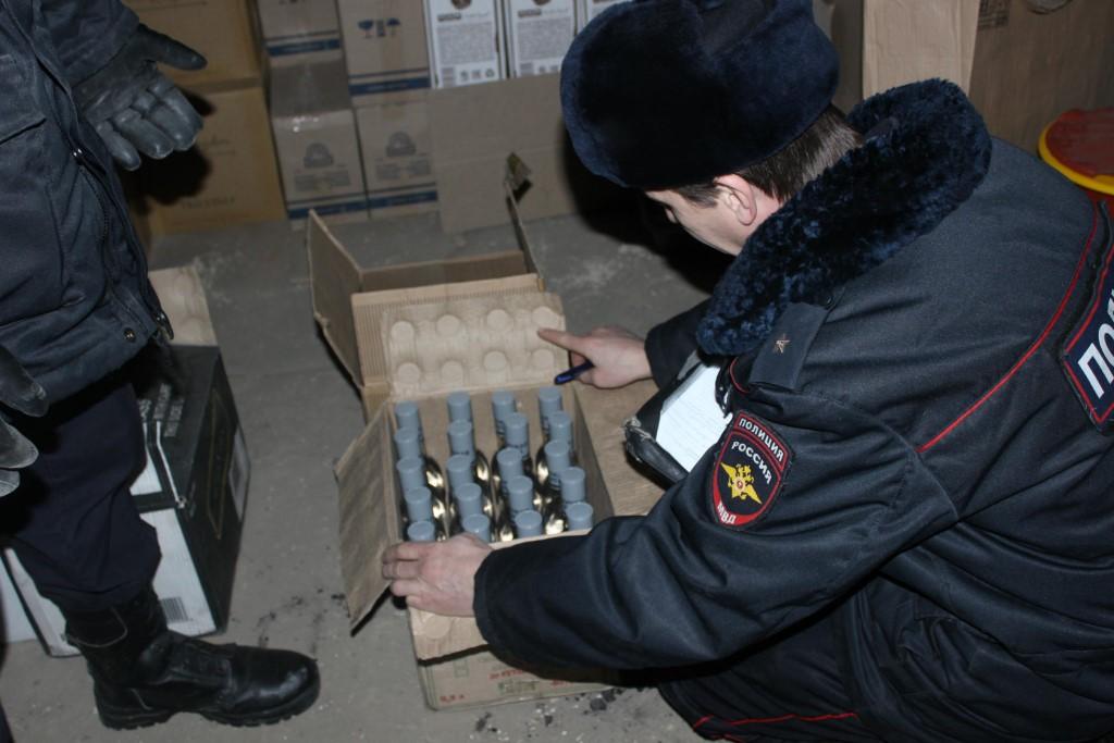 В новогодние праздники полиция изъяла из незаконной продажи более 500 литров алкоголя.
