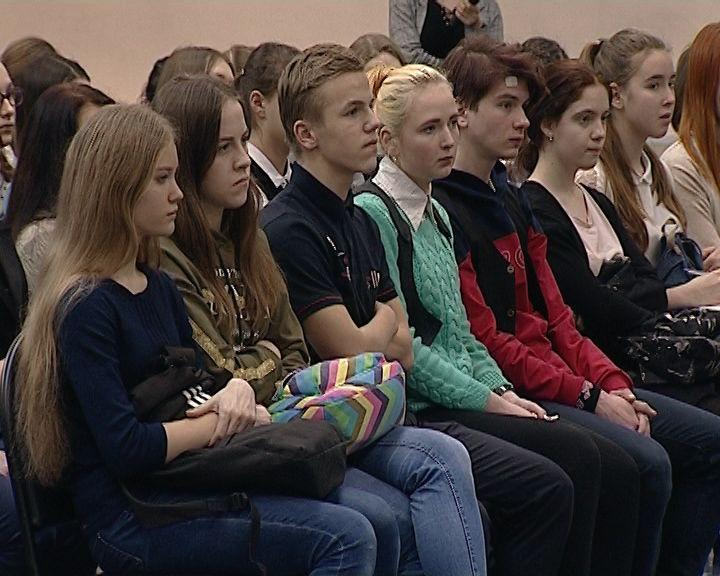 Встреча школьников с известным конькобежцем Алексеем Суворовым