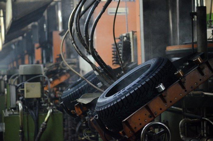 В Кирове следователи выясняют обстоятельства гибели рабочего на шинном заводе.