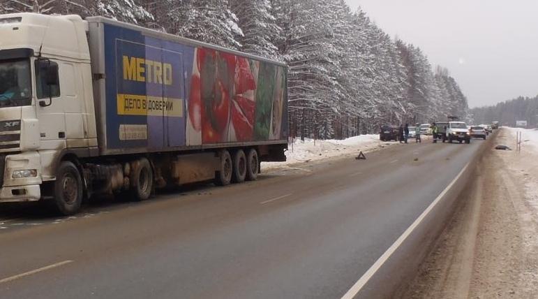В пригороде Кирова произошло тройное ДТП.