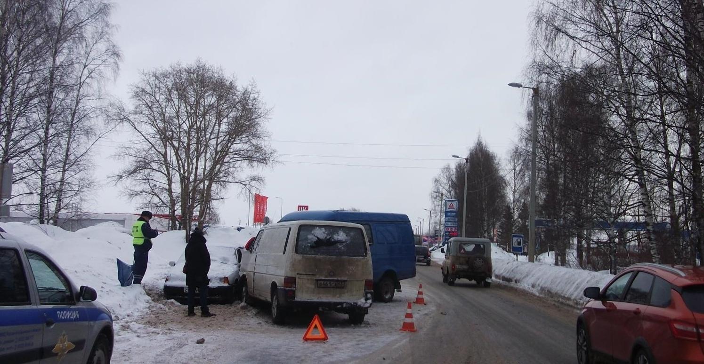 В Нововятском районе произошло тройное ДТП.
