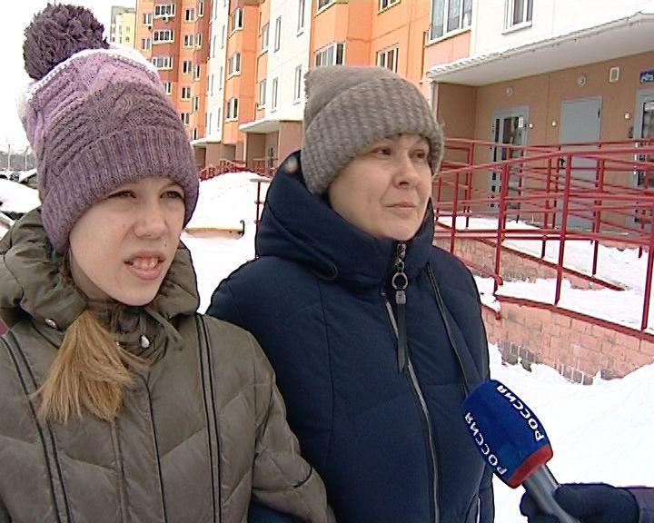 Сразу два человека пострадали от схода снега с крыш в Кирове