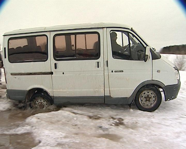 Дорогу к домам жителей деревни Русское затопило