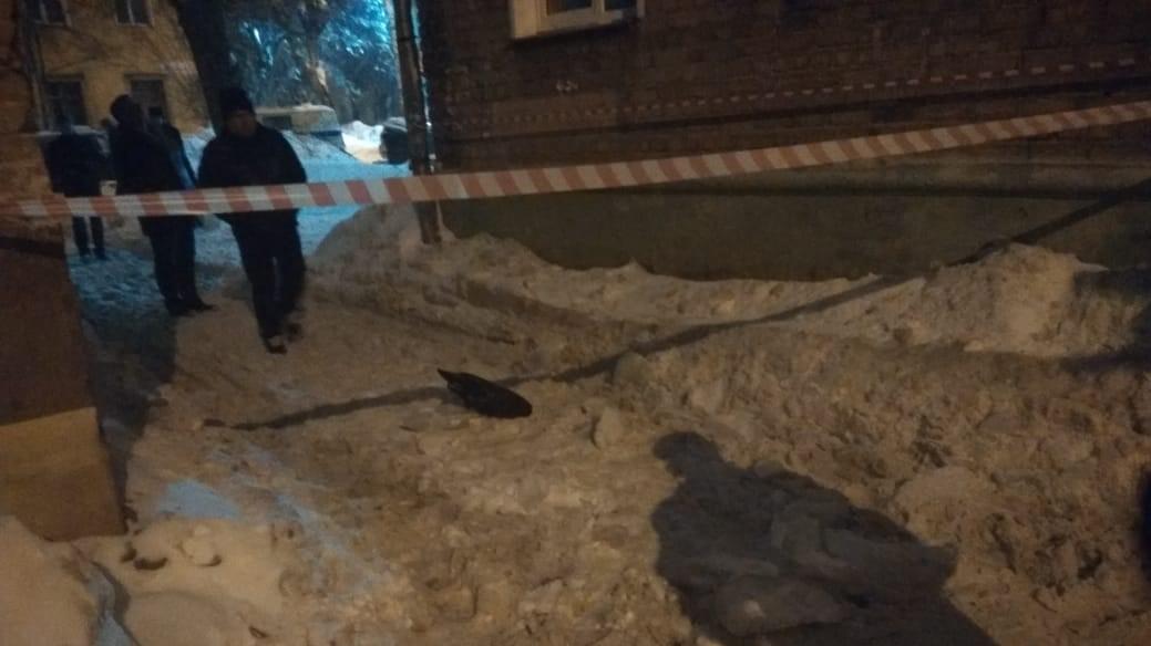 В Кирове по факту травмирования человека упавшей с крыши сосульки возбуждено уголовное дело.