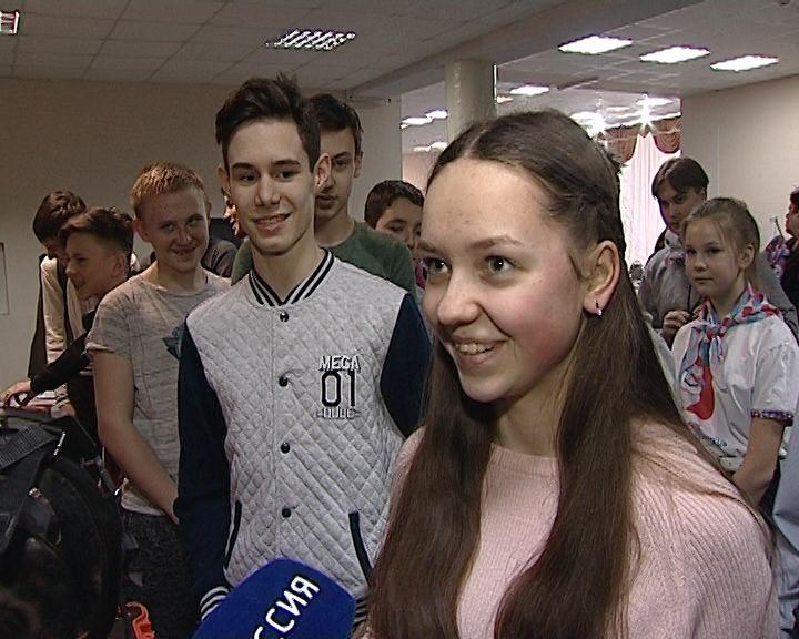 Сотрудники МЧС рассказали кировским школьникам о своей работе