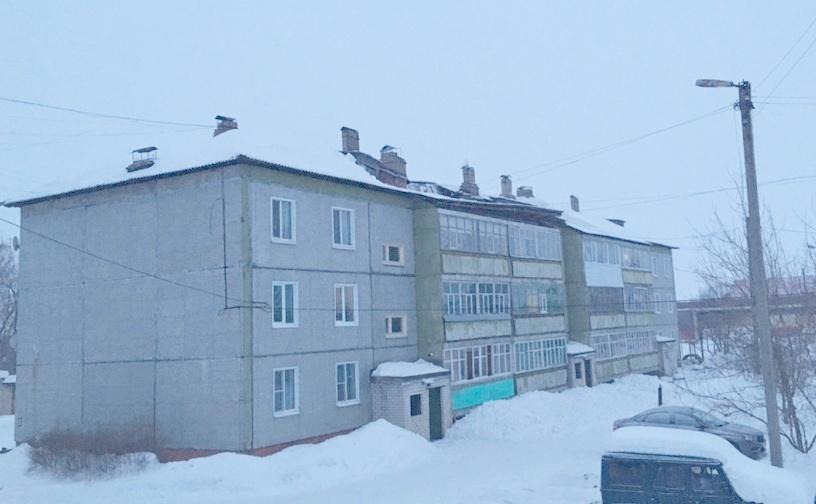 В Яранске частично обрушилась крыша трехэтажного дома.