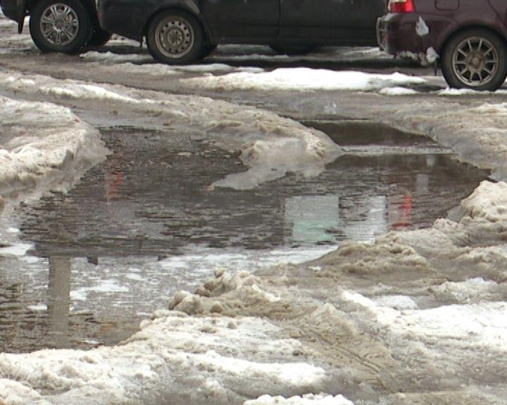 Улицы в Кирове превратились в реки, дворы - в озера