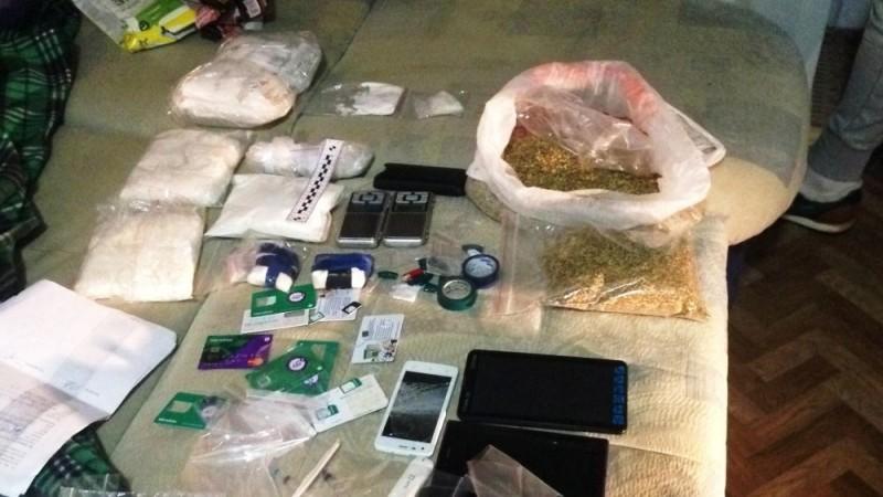 В Кирове будут судить бывшего сотрудника наркоконтроля и 6 участников ОПС, обвиняемых в 157 наркопреступлениях.