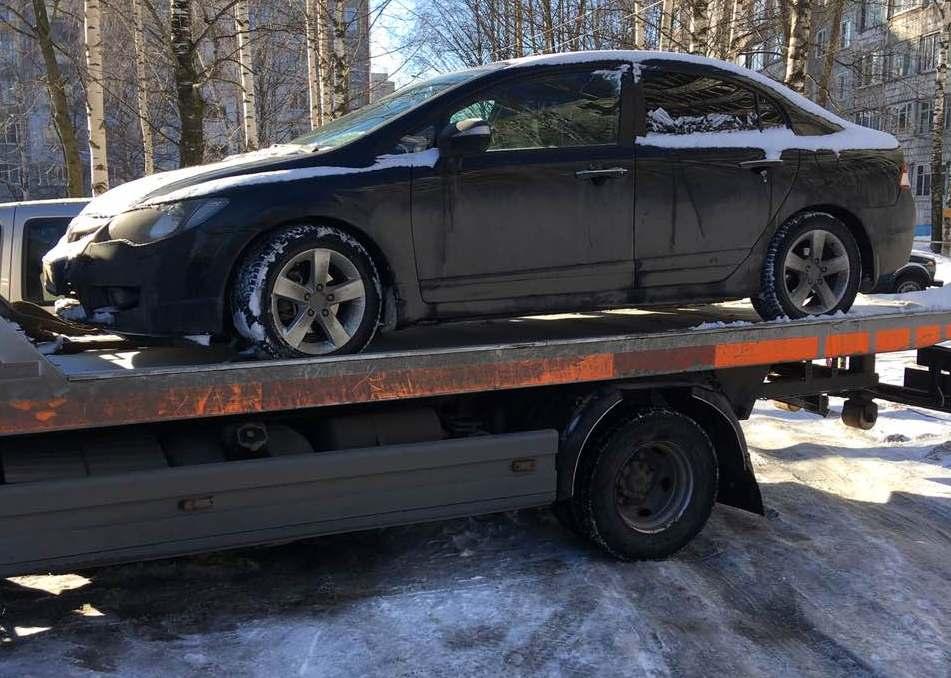 В Кирове приставы арестовали автомобиль
