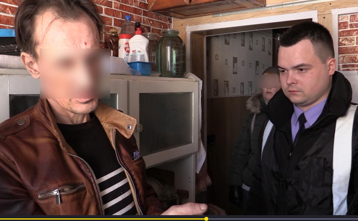 Жителя Кирова подозревают в жестоком убийстве своих пожилых родителей.