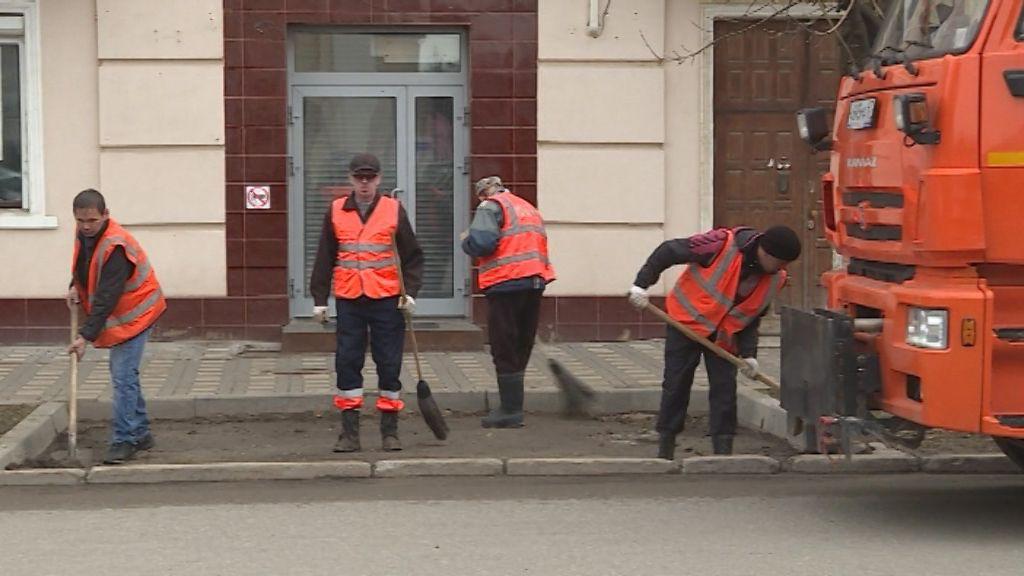 В Кирове 40 единиц техники брошены на то, чтобы убрать грязь с улиц