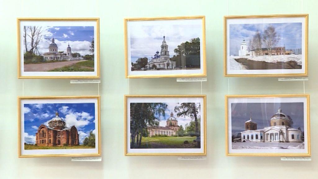 В Герценке открылась фотовыставка, посвященная возрождающимся сельским храмам Вятки