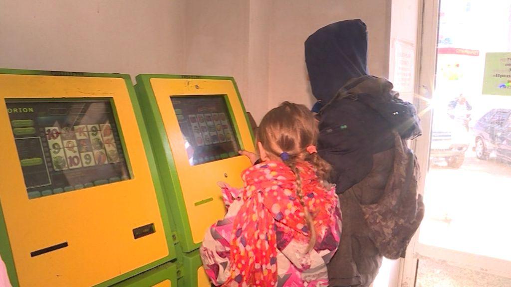 В торговом центре Кирова в азартные игры играют даже школьники
