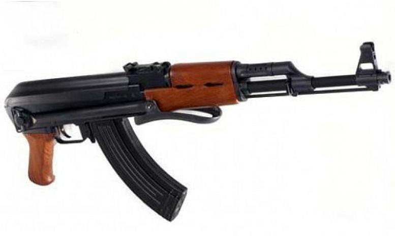 Жителя Кирова обманули при покупке макета АК-47.