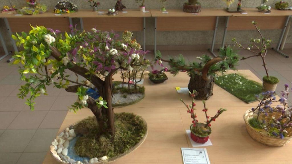 Во Дворце творчества Мемориал проходит выставка юных флористов