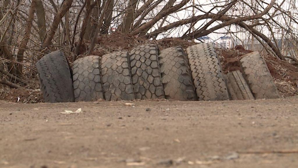 В поселке Новом обнаружена свалка автопокрышек