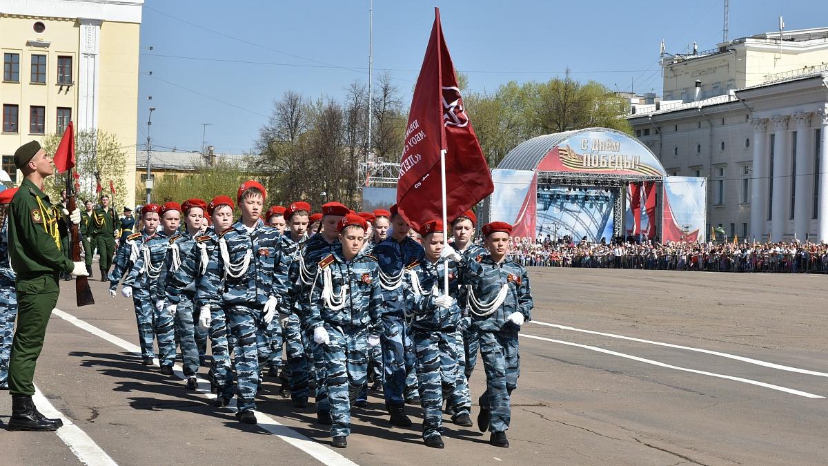 В торжествах на Театральной площади приняли участие более 8 тысяч человек (ВИДЕО)
