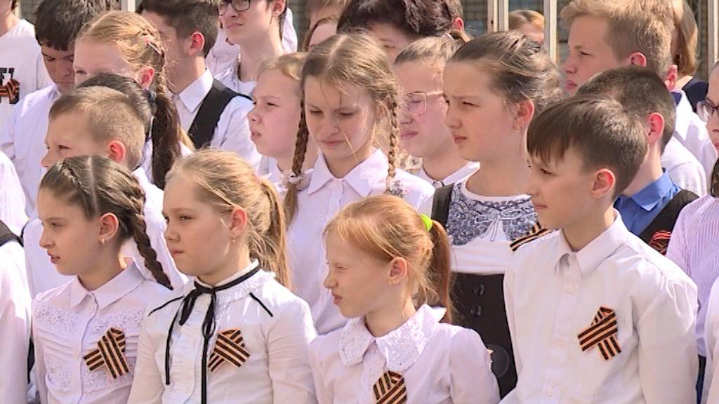 Школьники организовали свой «бессмертный полк»