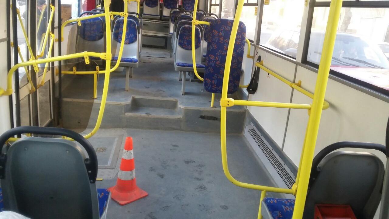 В Кирове проверяют обстоятельства ЧП с падением пассажира в автобусе.