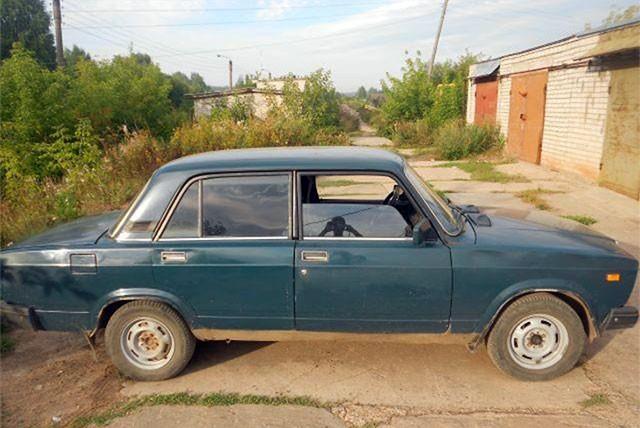 В Кирове росгвардейцы задержали трех угонщиков ВАЗ-2107.