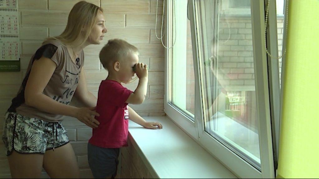 Как не допустить случаев падений детей из многоэтажных домов