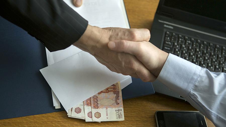 В Кирове сотрудника банка подозревают в коммерческом подкупе.