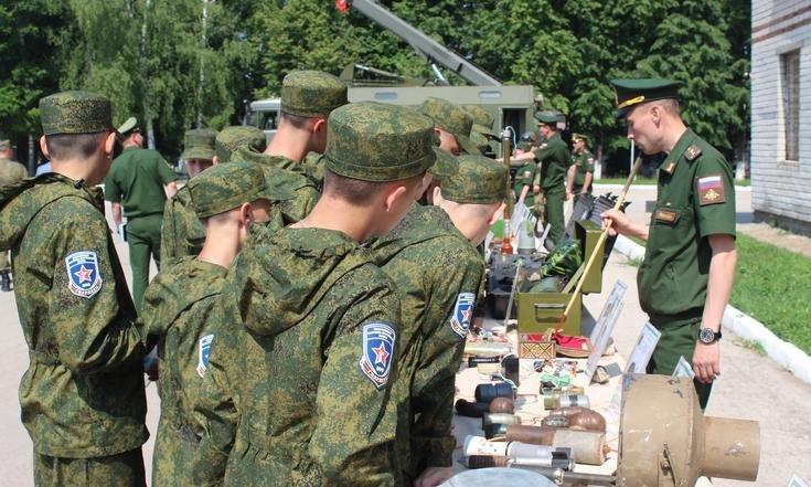 Кировские кадеты приняли участие в открытии оборонно-спортивного лагеря «Гвардеец».