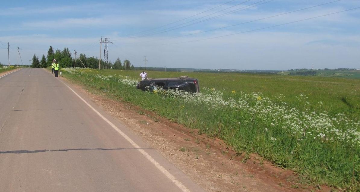 В Куменском районе в аварии погиб водитель иномарки.