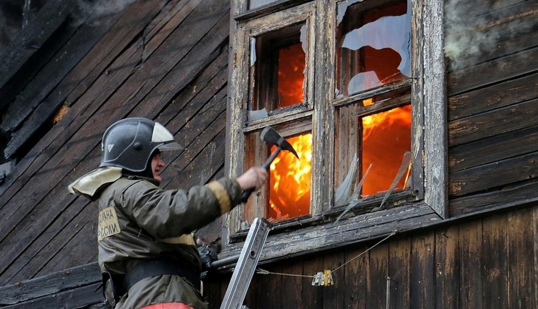 На улице Лесозаводской пожарные спасли 15 человек.