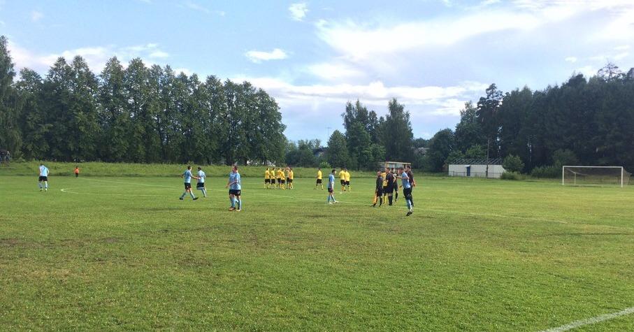 Футболисты кировского «Факела» одержали крупную победу.