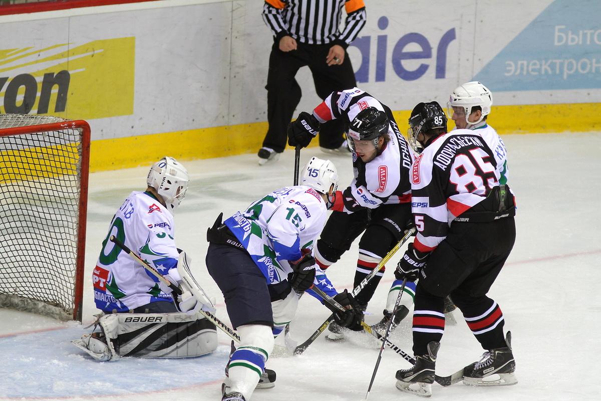 Юниорская команда «Олимпия» приступает к ледовым тренировкам.