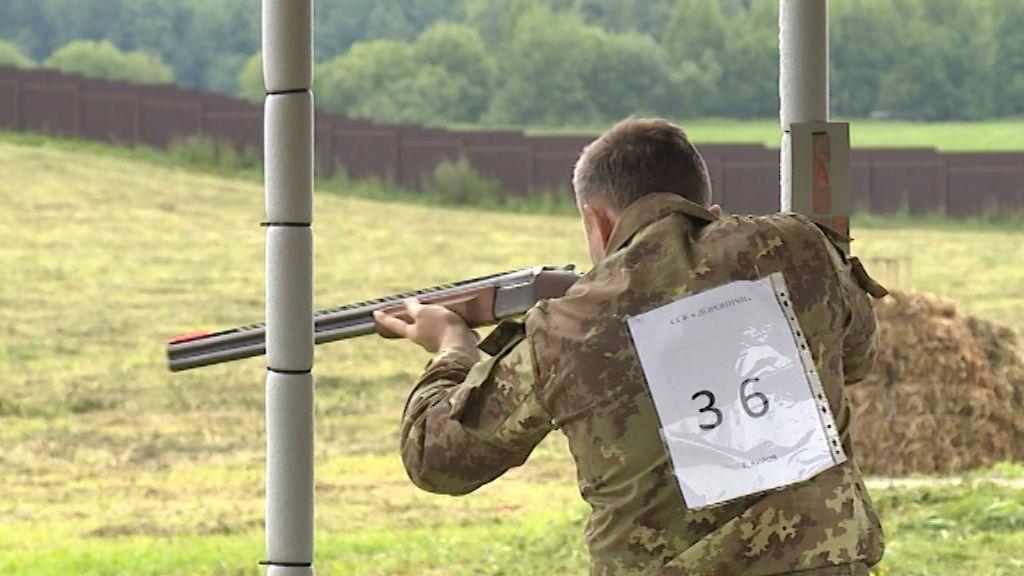 Охотники соревновались в меткости на турнире по компакт-спортингу