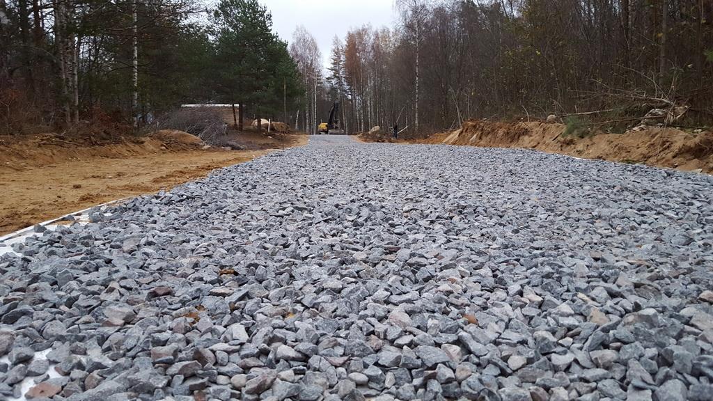 На участке Опарино-Альмеж начались дорожные работы.