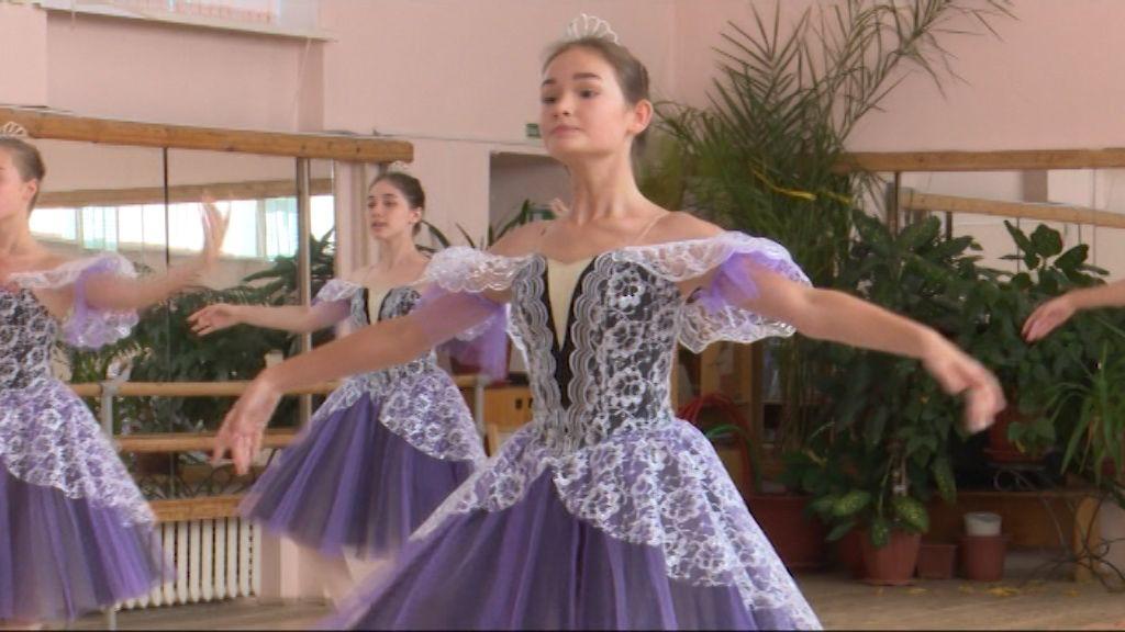 Волнительная гальярда: кировские балерины покорили танцами проект