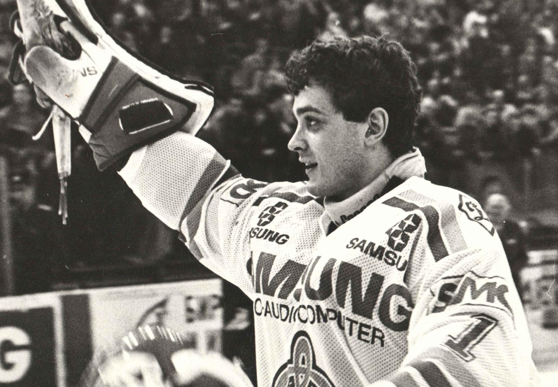 Легенда кирово-чепецкого хоккея Андрей Трефилов отмечает 50-летний юбилей.