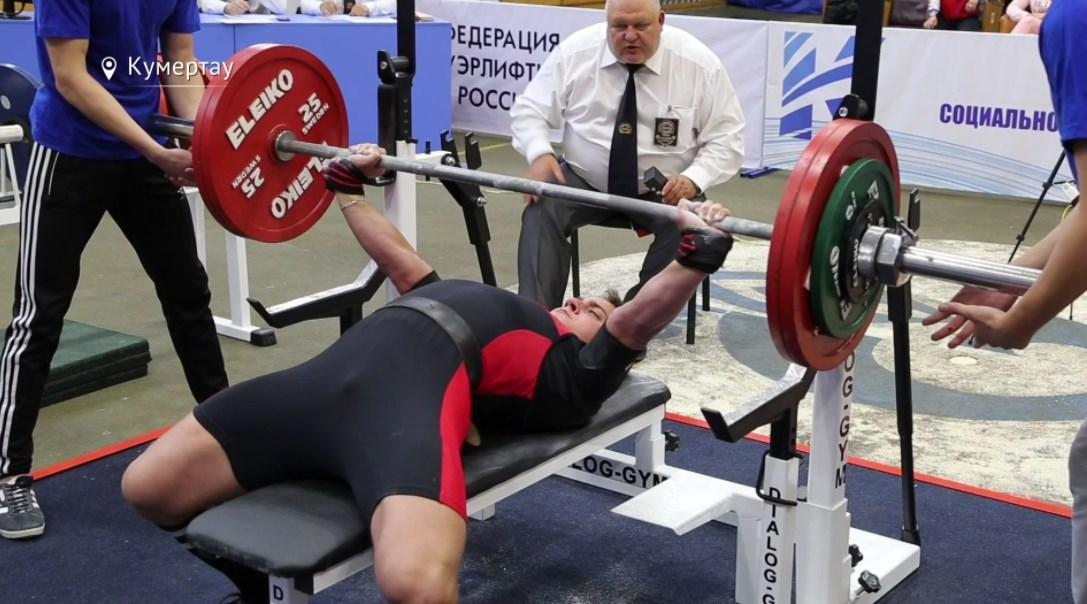 Кировские мастера пауэрлифтинга успешно выступили на чемпионате Приволжья.