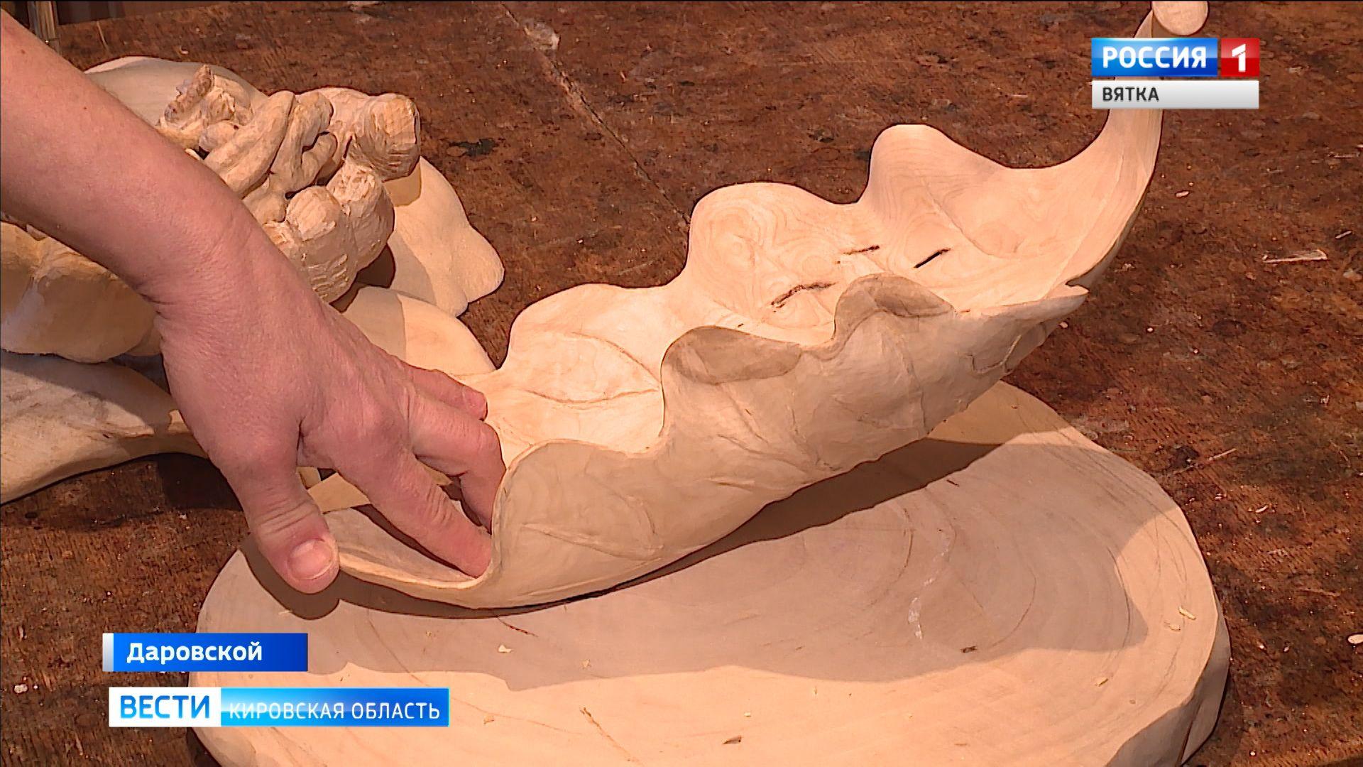Мастерица из Даровского удостоена награды на фестивале по обработке дерева