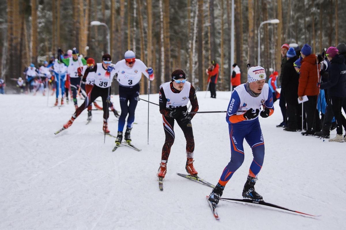 Кировские лыжники провели первые старты на окружном этапе Спартакиады учащихся России.
