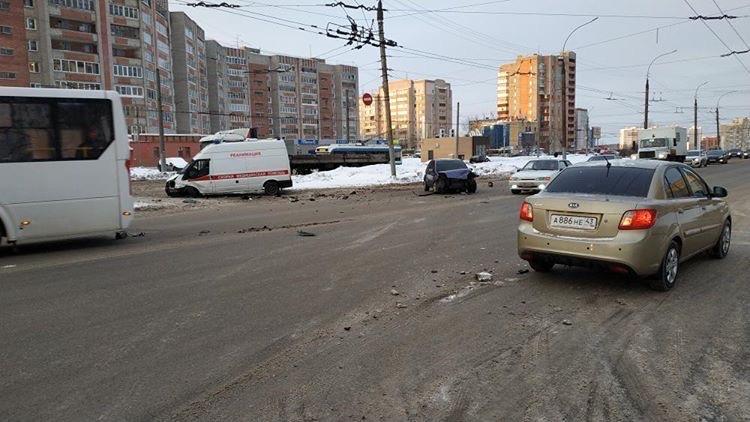 На улице Московской произошло ДТП с участием скорой помощи.