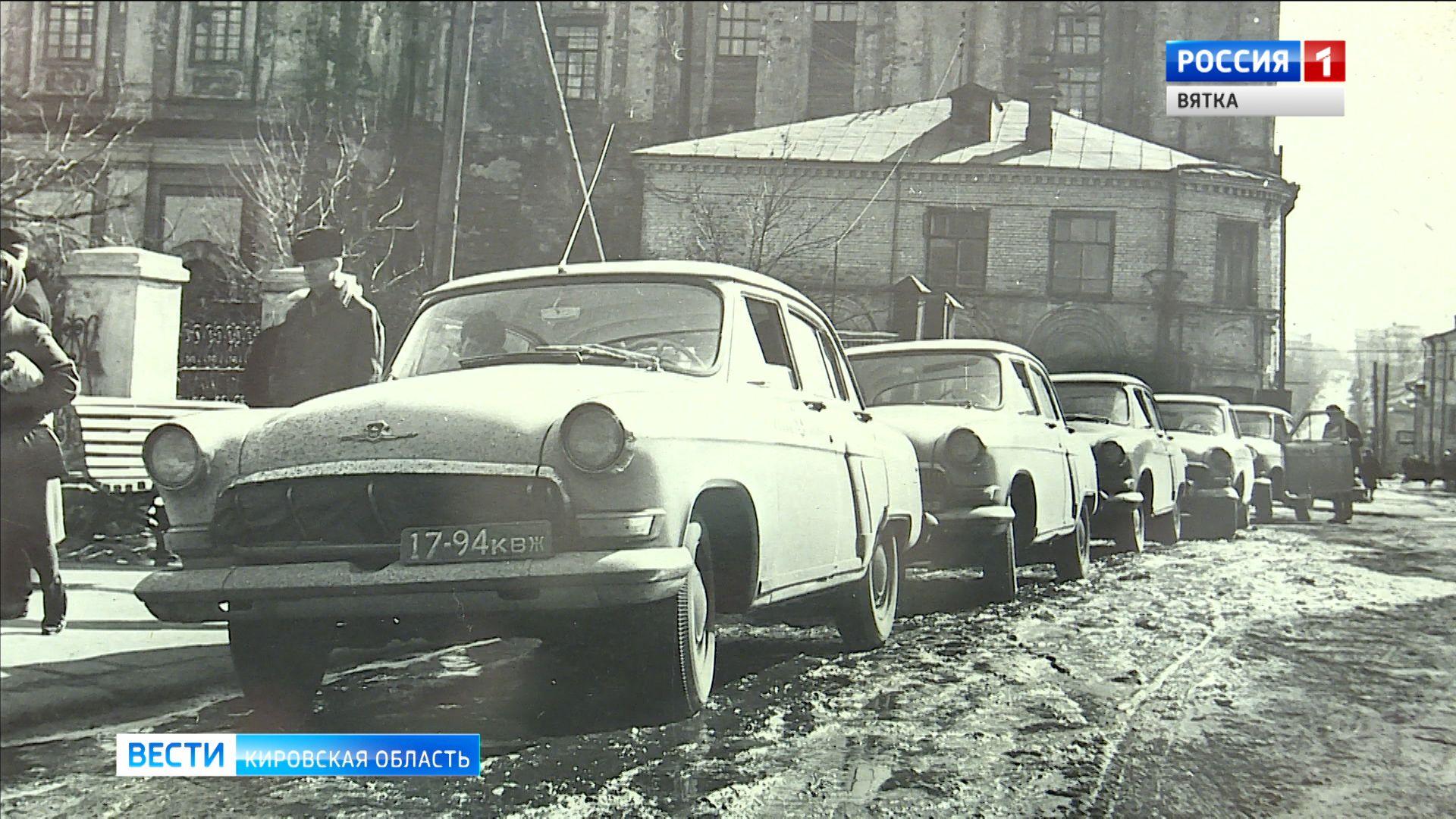 «Сто лет в объективе»: в областном краеведческом музее открылась выставка фотографий старой Вятки