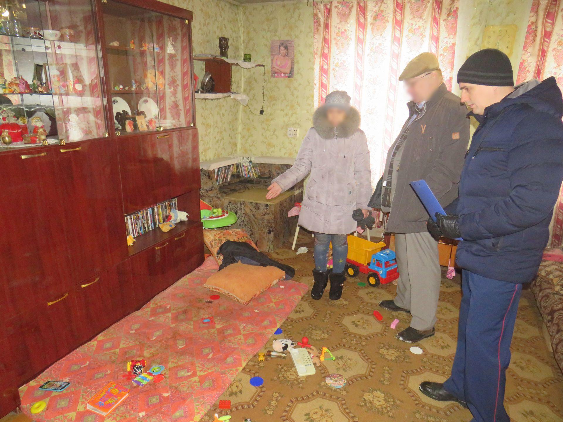 В Куменском районе нашли мать, бросившую малолетних детей в закрытом доме.