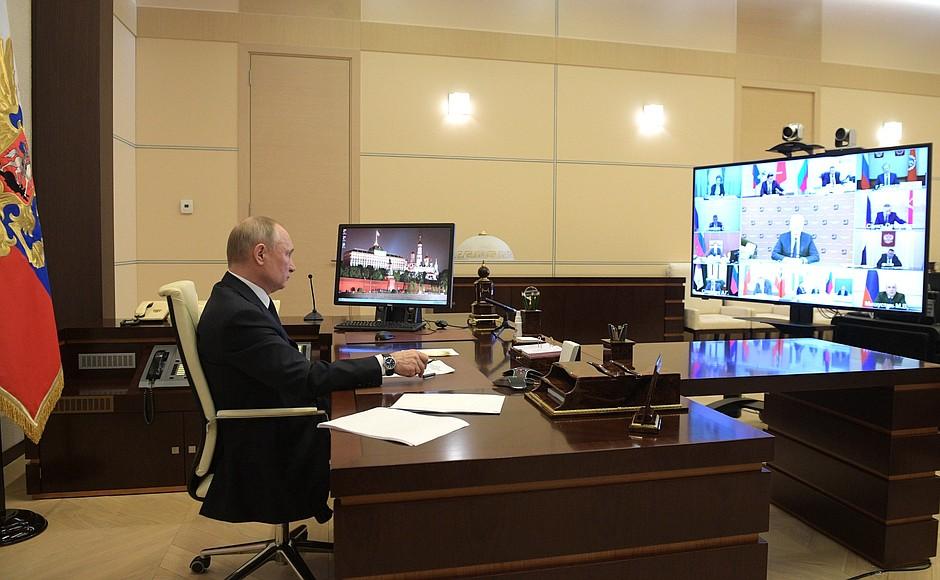 Владимир Путин выступил с новым обращением к россиянам.