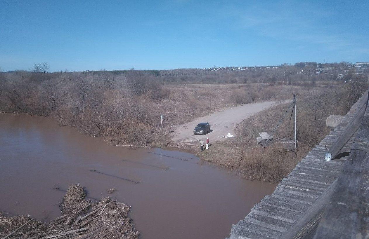 В Нолинском районе разобрали мост через реку Воя