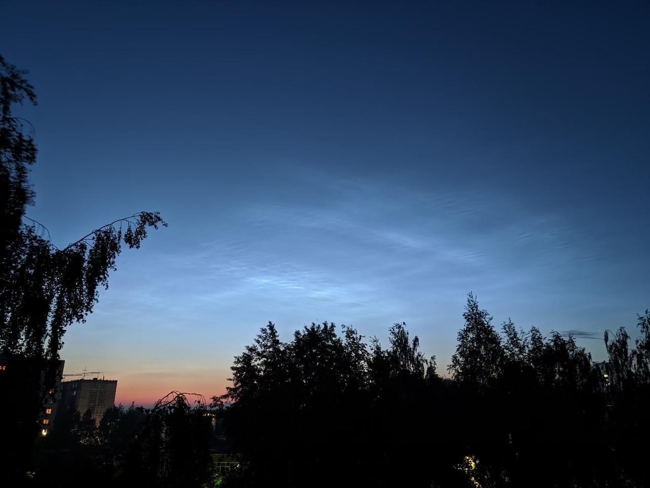 Жители Кирова сфотографировали серебристые облака